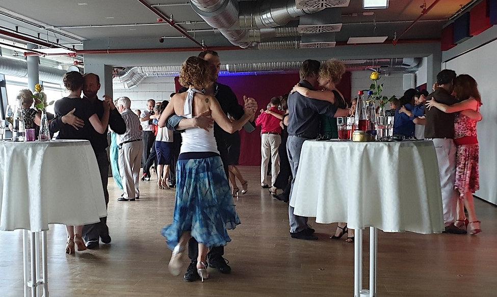Tanzen auf der Milonga Central