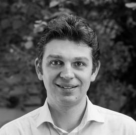 Atual Sócio e Diretor Executivo, Cyrille foi um dos fundadores da REVER. Desde 2003 se dedica ao desenho e implantação de estratégias de sustentabilidade nos setores de serviços, tecnologias e industrias no Brasil e América do Sul. Cyrille lidera o programa de inovações sociais da REVER, tendo criado a startup de impacto Pé de Feijão.