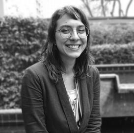 Graduada em Ciências Biológicas pela Universidade de São Paulo (USP) e pós graduanda em Gestão Estratégica para Sustentabilidade pela FIA, Maria tem apoiado o desenvolvimento de projetos de Direitos Humanos e de Gestão Sustentável de Cadeias.