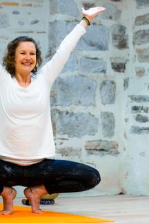 Vixie yoga pose portrait branding.jpg