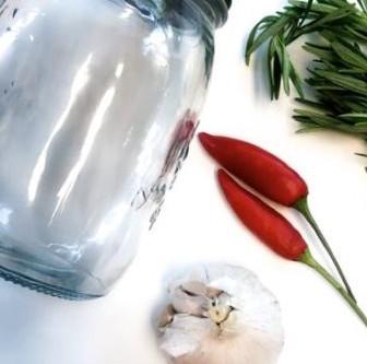 Make your own 4 Thieves Vinegar