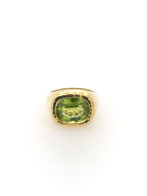 Peridot and 18ky Ring