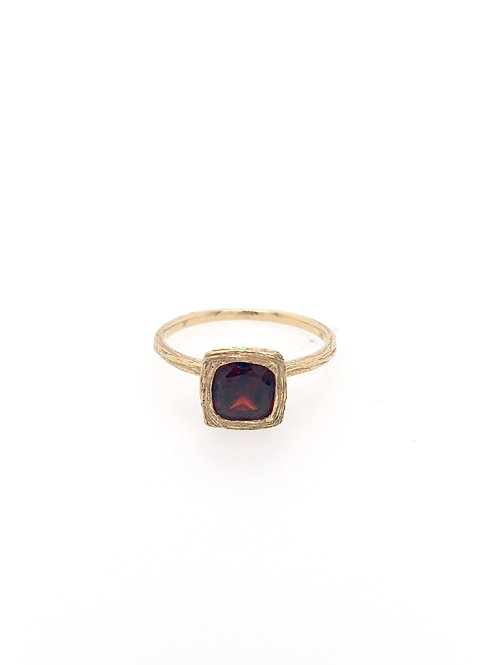 14ky Garnet Ring