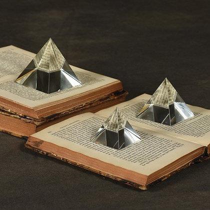क्रिस्टल पिरामिड