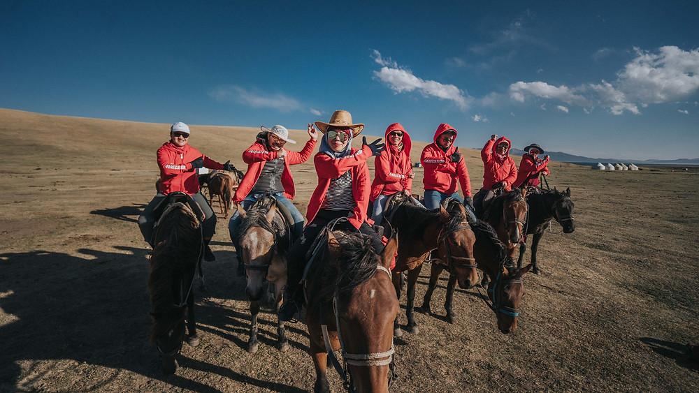 Dengan fotografi juga boleh sertai aktiviti berkuda di Kyrgysztan bersama penduduk tempatan.