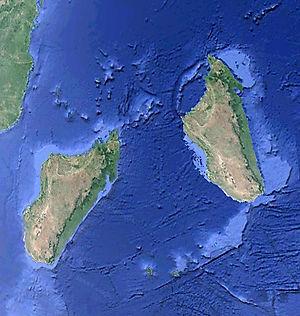 Madagascar_à_sa_place_avant_et_aprés.j