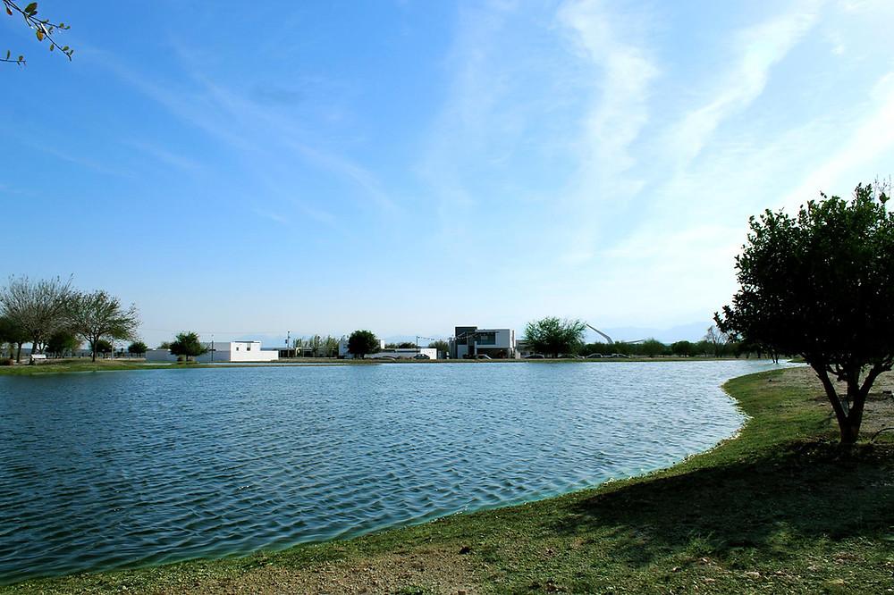 Uno de los 5 lagos en forma de Ave que se encuentran en el residencial de Pesquería Nuevo Leon