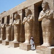 Egyptcrossearmstatues.jpg