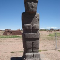 Tiawanaku statues Pumapunku.jpg