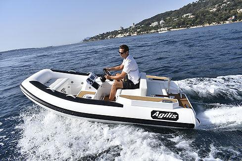 agilis-355-jet-powered-boat-1.jpg