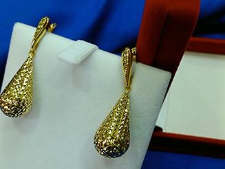 עגילי זהב בצורת טיפה