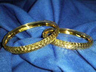 צמיד זהב עם דוגמה עדינה