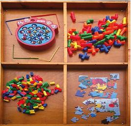 שולחן משחקי קופסא.jpg