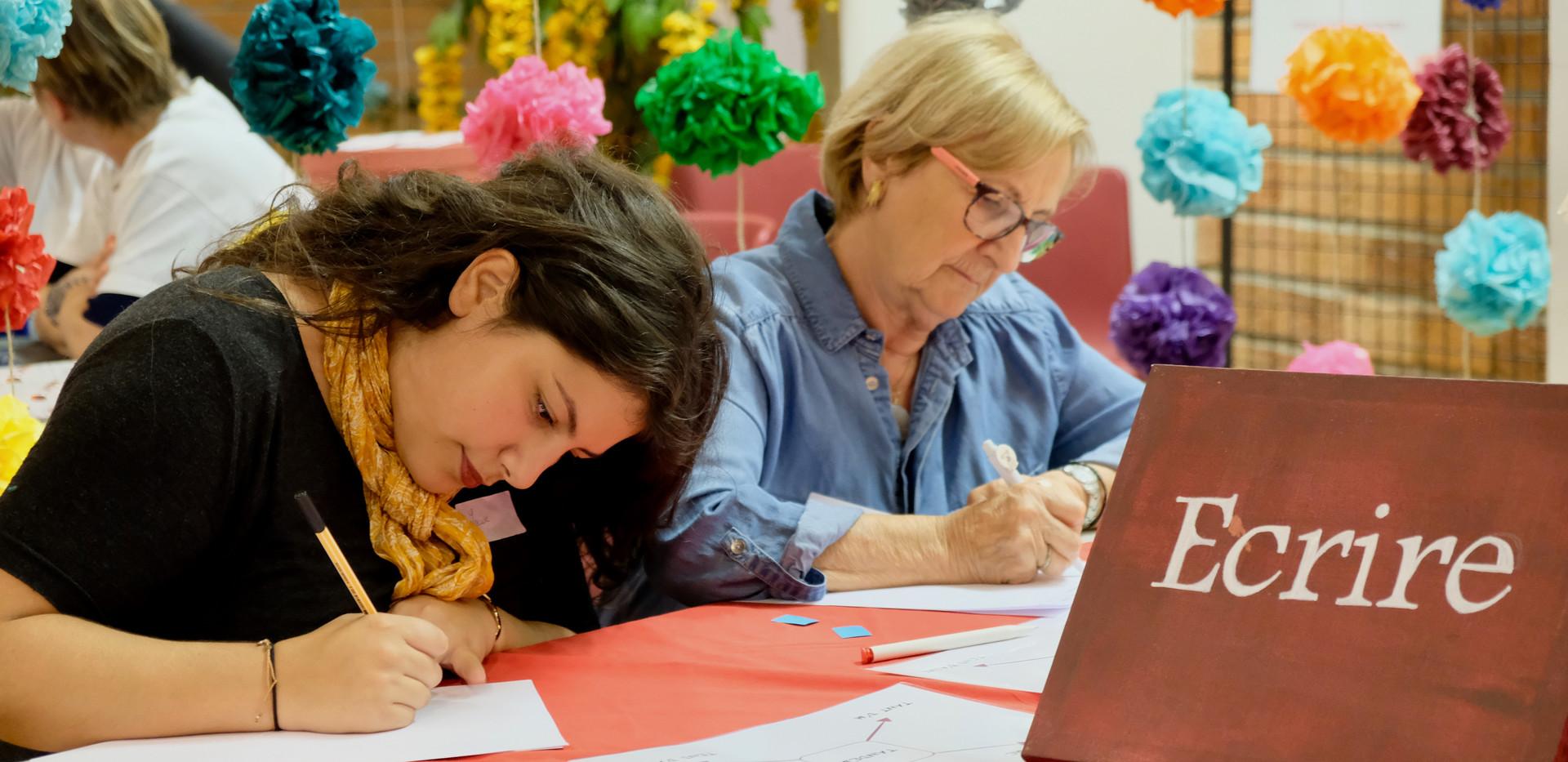Louise & Marie-Hélène écriture.jpg