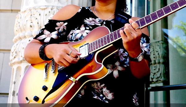 Lolivone guitarra