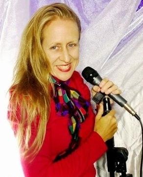 Aussie singer/producer Ohroara in red