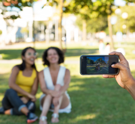 5 Tips For Taking Pictures With Your Smartphone In A Crowd