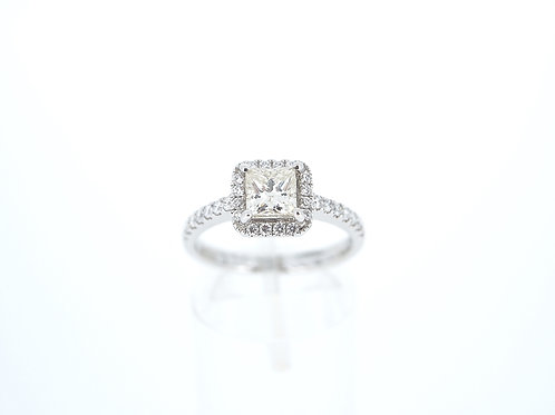 18ct white gold Princess cut single stone ring.