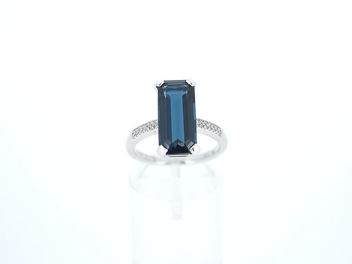 9ct white gold London Blue Topaz dress ring