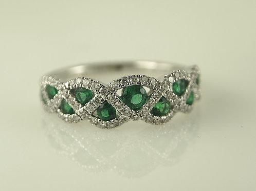 Diamond and emerald wave design ring