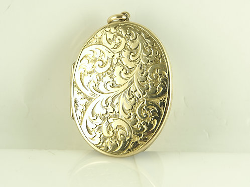 Yellow goldoval locket