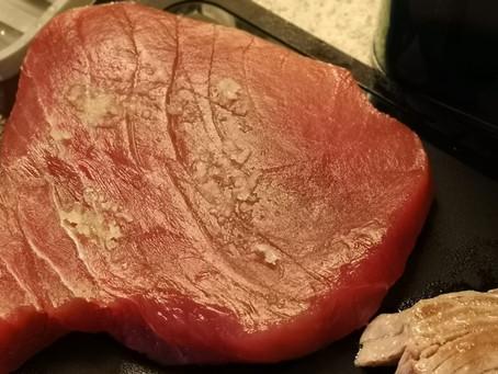 Thunfischsteak mit gedämpftem Pak-Choi