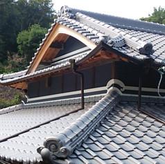 瓦屋根をお薦めします。