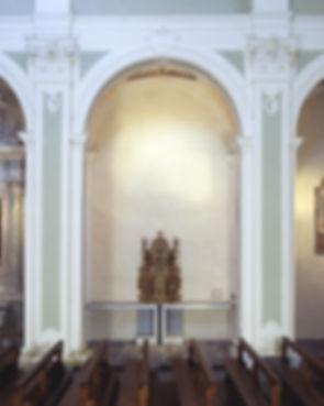 Nella seconda cappella des.: tabernacolo ligneo dell'antico altare maggiore, seconda metà XVII sec. 