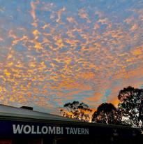 Enjoy sunset drinks at the local Wollombi Tavern (4 mins away)