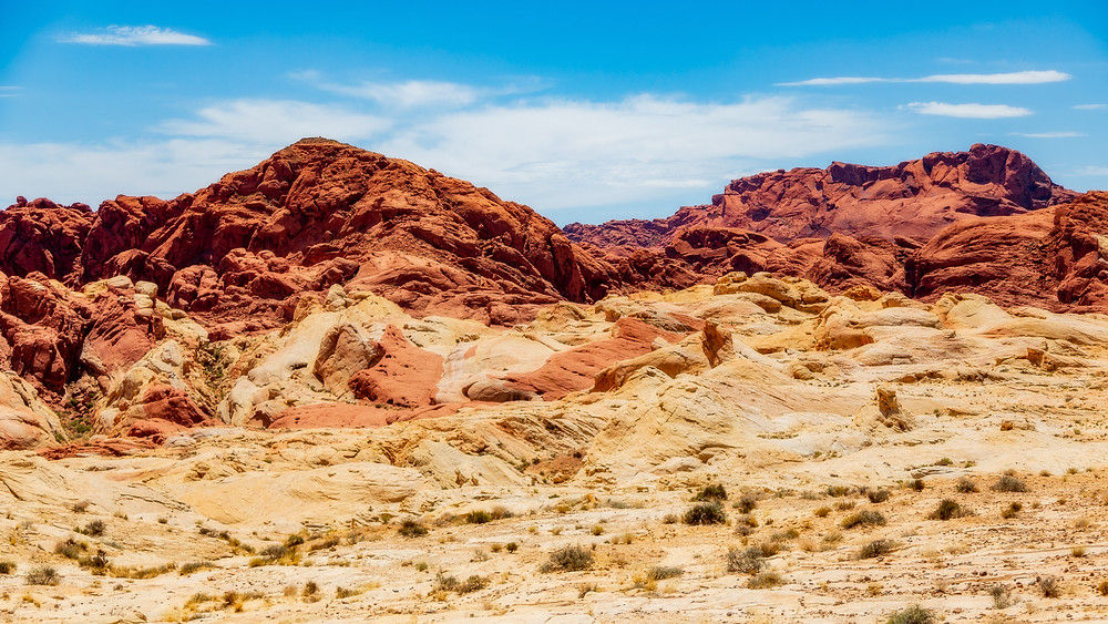 Red and white sandstone blending into each other in Valley of Fire.