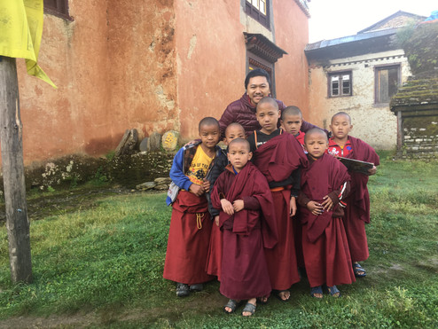 Simdha Getok Rinpoche with Little monks