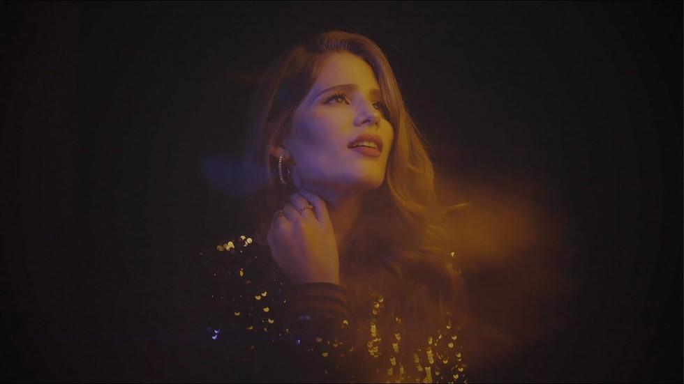 Laura Rizzotto - Tightrope (Lyric Video)