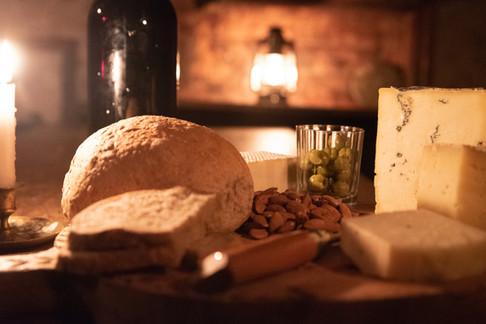 Alpe huisje binnen kaas kaars.jpg