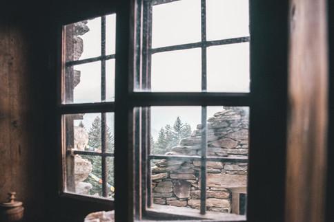 Alpe raam doorkijkje.jpg