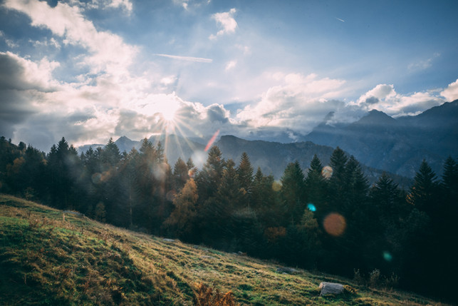 Alpe zonneschijn bergen.jpg
