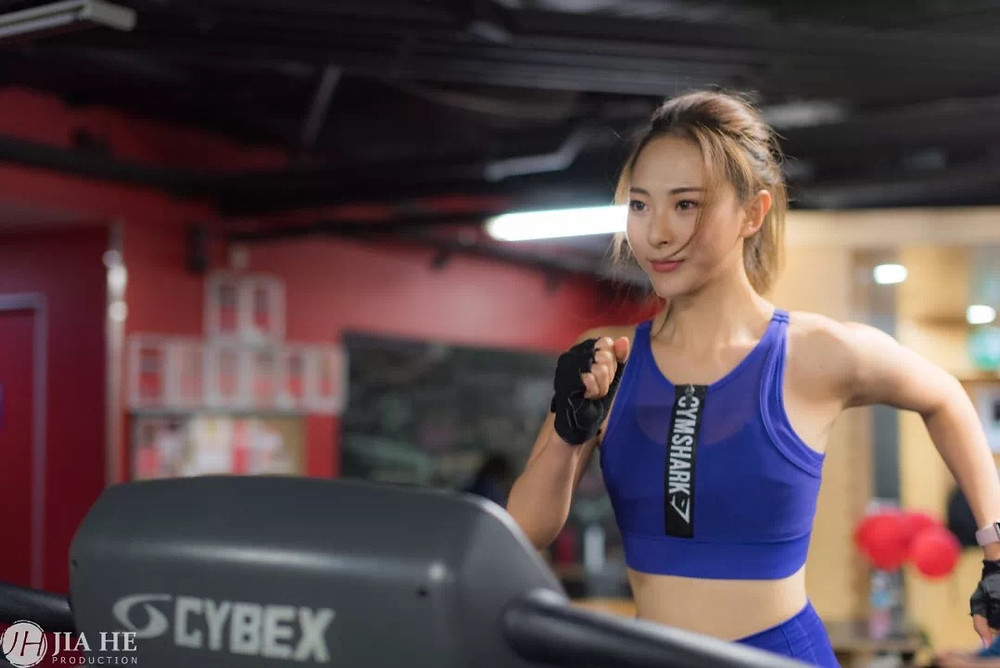 fitness/gymnastic/health and beauty/young/exercise/asian personal trainer/female
