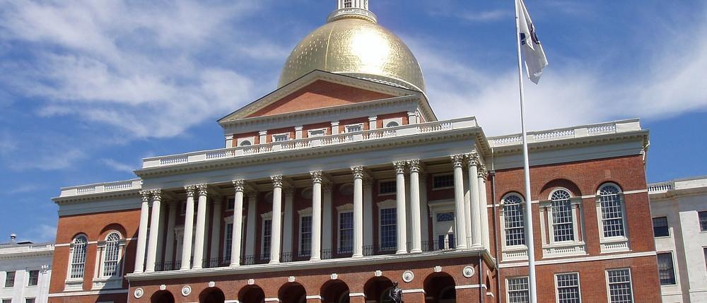 massachusetts_state_house_boston_massachusetts_-_oblique_frontal_view-1400x600