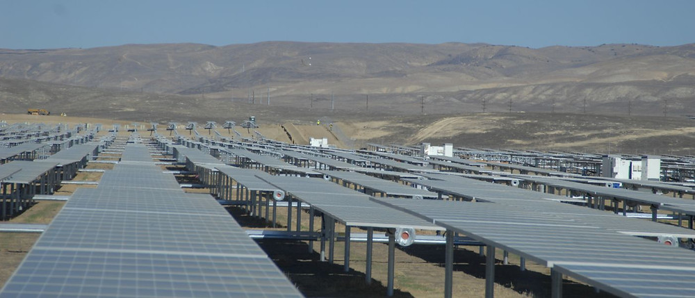 Solar_Panels_at_California_Valley_Solar_Ranch_3_8159038906-1400x600