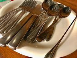 ナイフやフォーク、スプーンなど完備