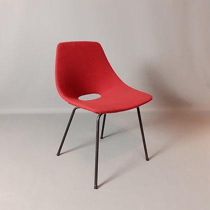 """Chaise """"Tonneau"""" de Pierre Guariche"""