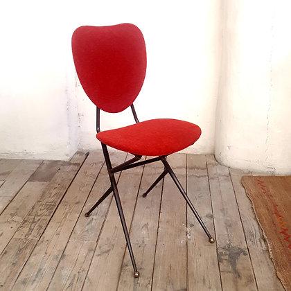 Chaise dans l'esprit de Geneviève Pons rouge