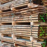 Lagernde Holzplatten
