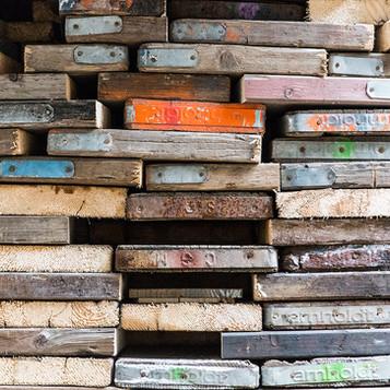 Sammlung von Baugerüst-Holz