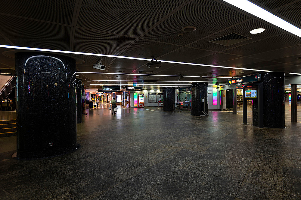 empty singapore orchard mrt station during circuite breaker covid19