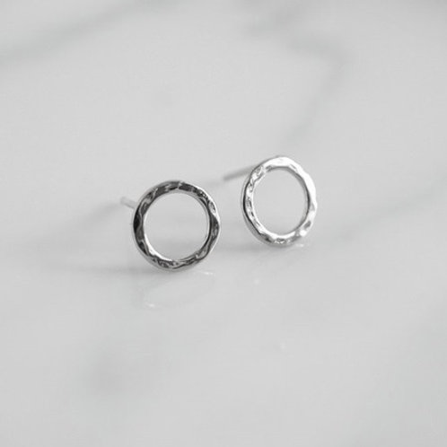 INFINITY HAMMERED Circle Studs- Sterling silver