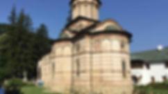 7-la-chiesa-del-monastero-di-cozia.jpg