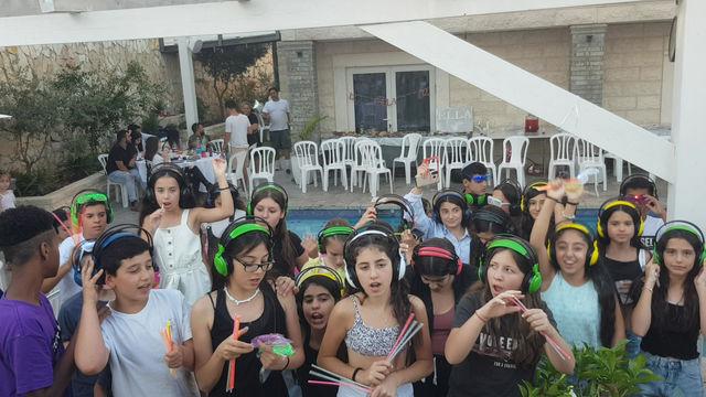 מסיבת אוזניות לבת מצווה