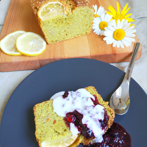 Cake au citron, compotée de fruits rouges et chantilly vegan sans gluten