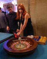 Hôtesse casino et croupier