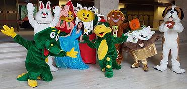 Mascottes lapin dinosaure fleurs lapin saint-bernard dragon et cup-cake